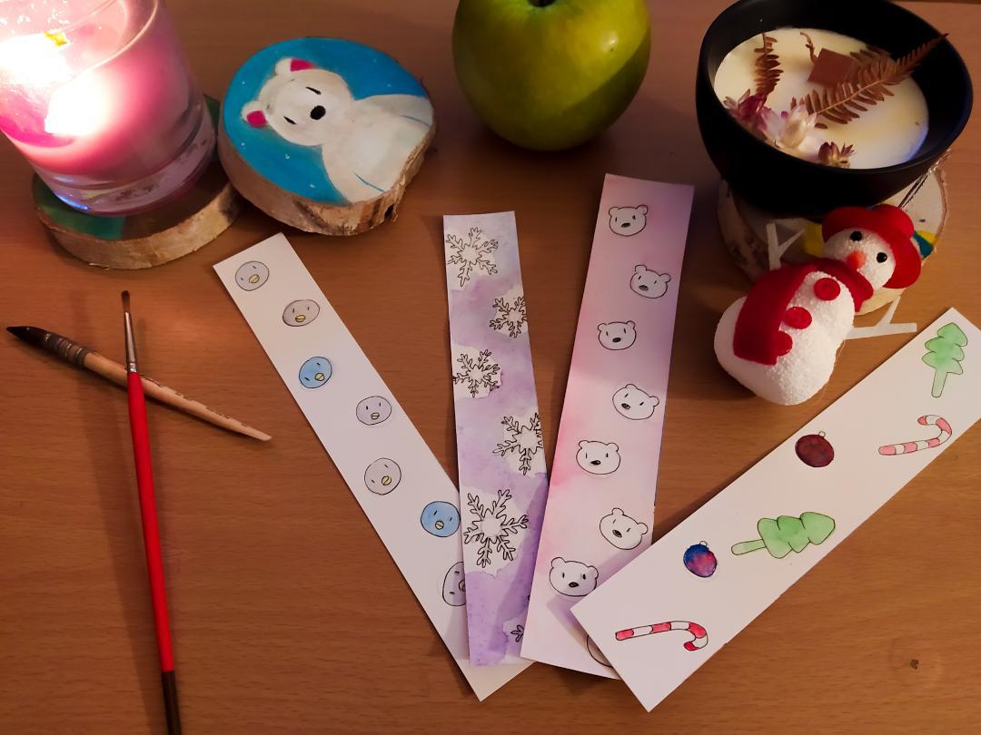 Décorations de Noël et marque-pages faits à partir de restes de papier.