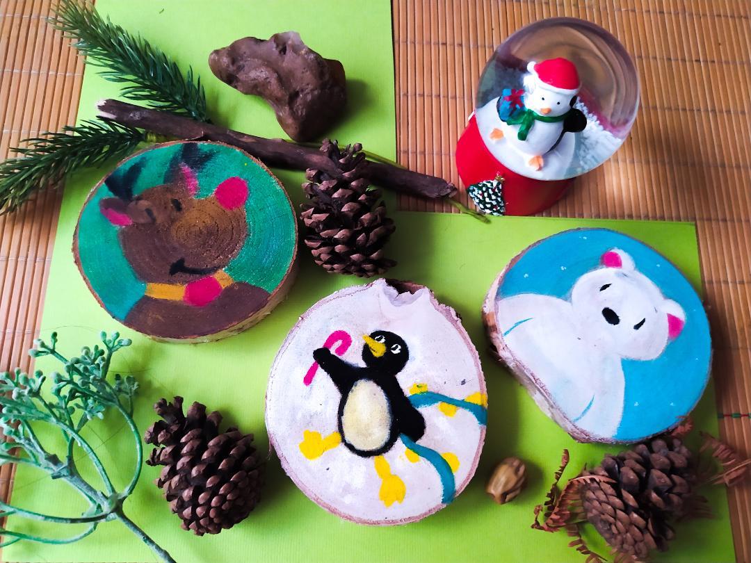 Peintures sur rondelles d'arbres: ours blanc, renne et pingouin